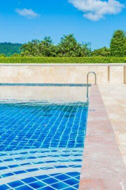 不動産投資家が、プール付き豪邸を買ってはいけないこれだけの理由!